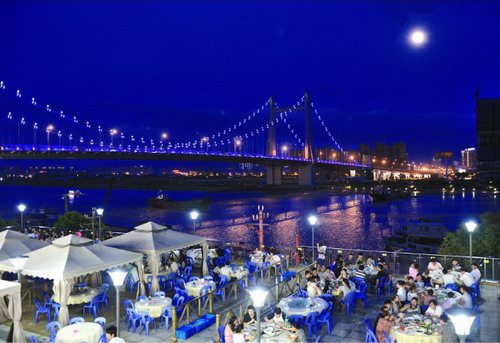 狂欢时间:7月31日18:30-21:00 狂欢地点:宁波白沙码头海鲜广场 报名