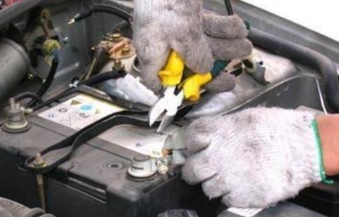 """""""汽车电瓶没电""""""""打不着火怎么办"""""""
