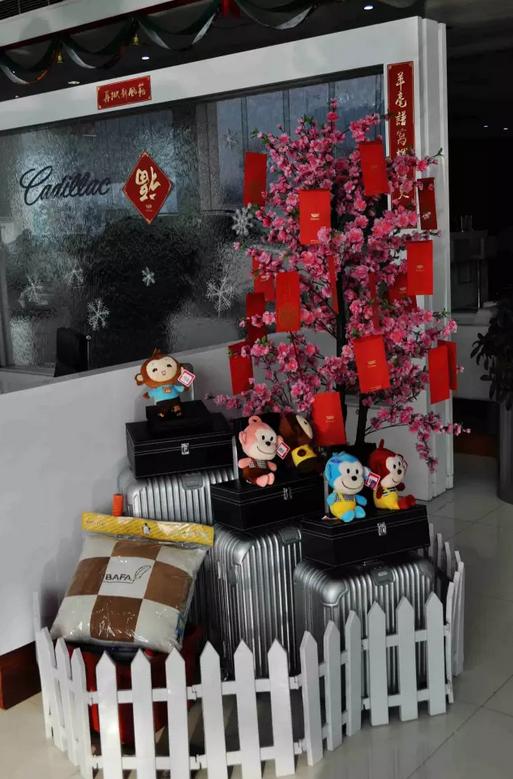 挂满红包的桃树,满载着新年的祝福