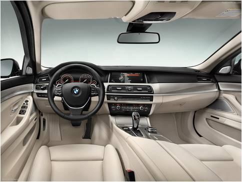 全新一代的宝马五系内饰也是进行了一次全新的升级,提升的车内整体的